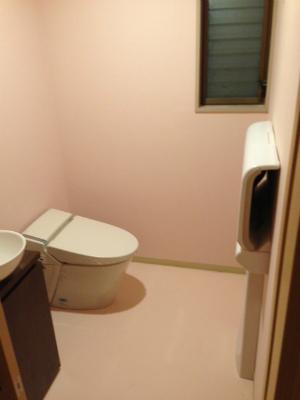 トイレとオムツ交換台 (2)s.jpg
